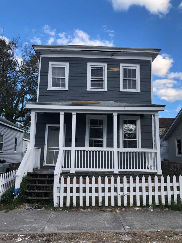 Home For Sale At 506 N 10th Street, Wilmington NC in Not In Subdivision Photo 1