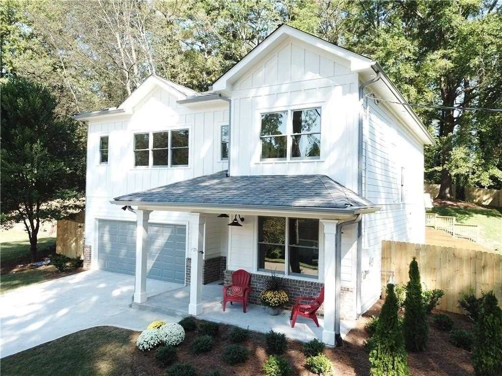 2590 E Tupelo St is a homes for sale located in the East Lake community of Atlanta Photo 1