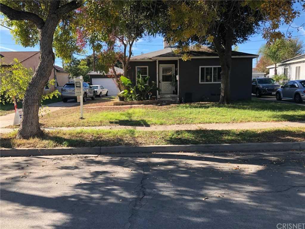 2109 N Manning Street, Burbank, CA 91505 | MLS #SR18285819  Photo 1