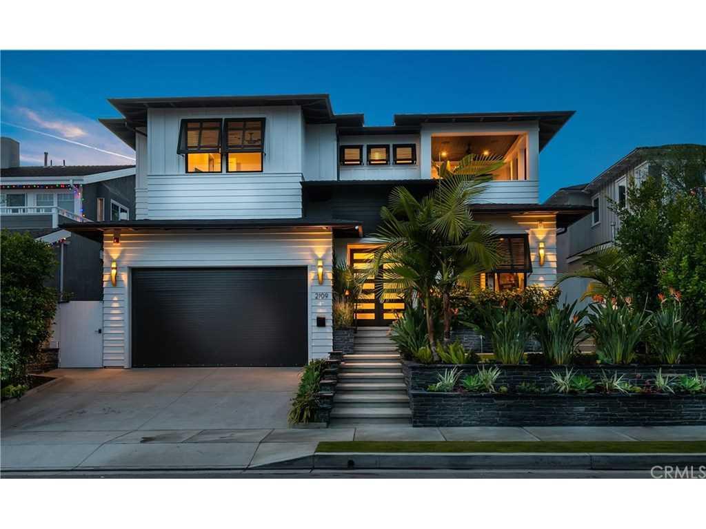 2109 N Meadows Avenue in Manhattan Beach, CA - MLS# SB18283166 Photo 1