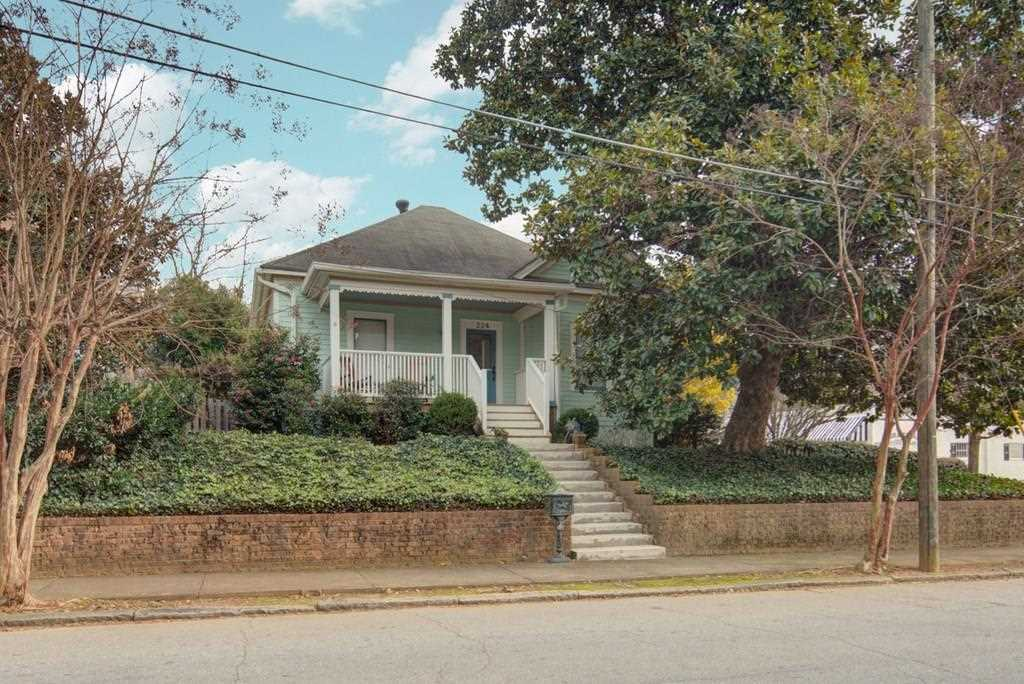 224 Estoria St SE is a homes for sale located in the Cabbagetown community of Atlanta Photo 1