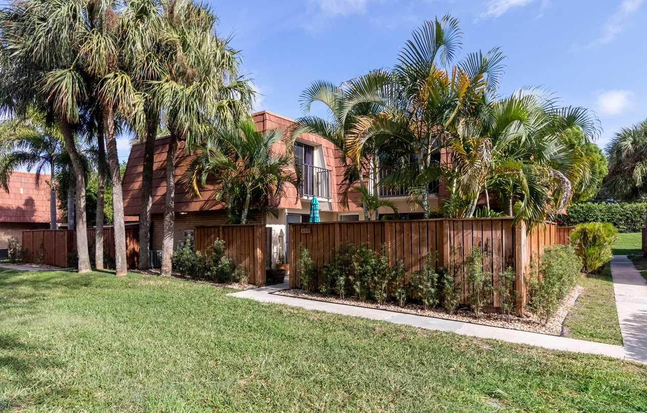 208 Live Oak Lane Boynton Beach, FL 33436 - MLS# RX-10492520 | BoyntonBeachRealEstate.com Photo 1