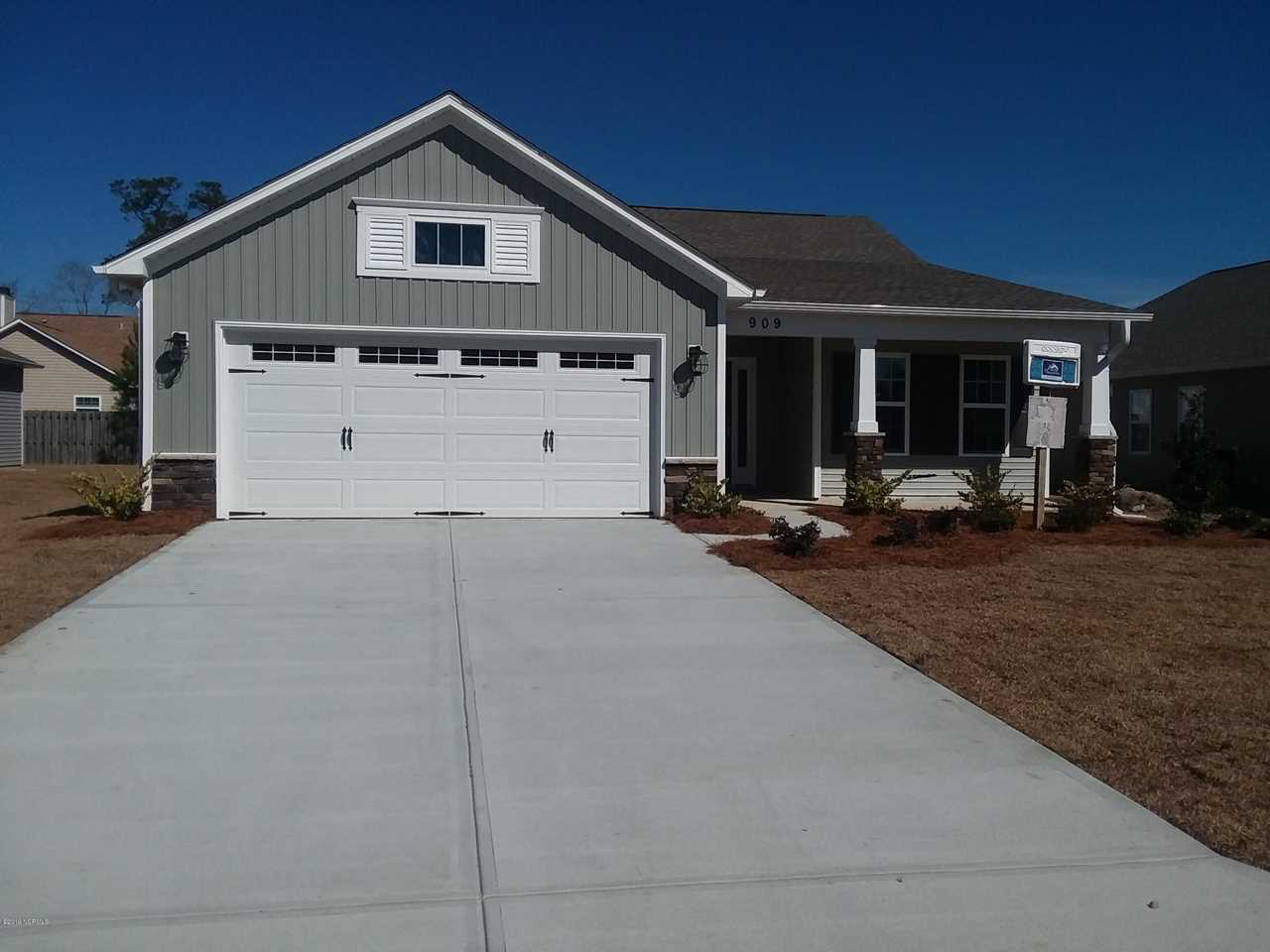 Home For Sale At 909 Rolling Pines Loop Road, Leland NC in Lanvale Forest Photo 1