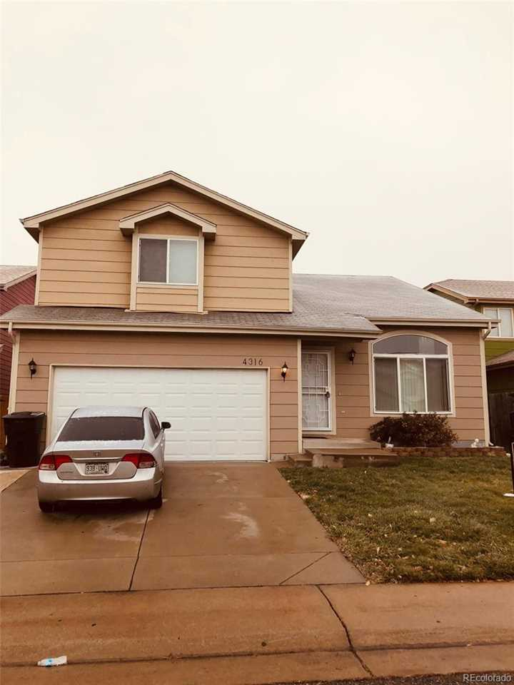 4316 Deephaven Court Denver, CO 80239 | MLS 7770816 Photo 1