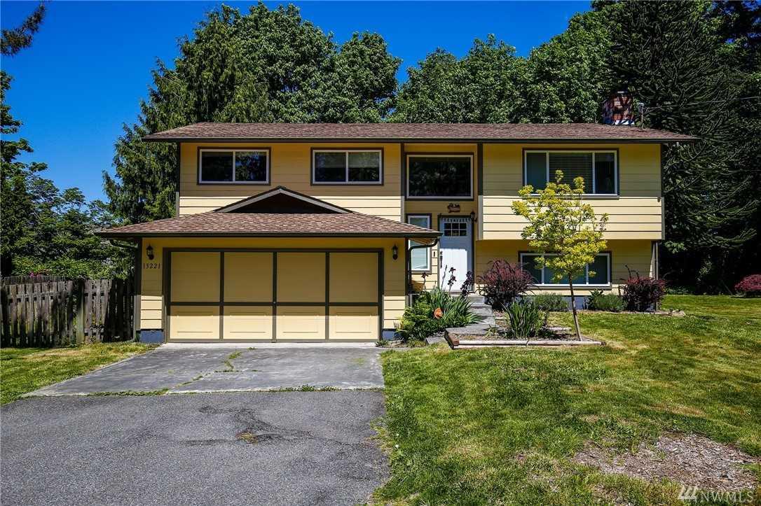 13221 Beverly Park Rd Lynnwood, WA 98087 | MLS ® 1399126 Photo 1
