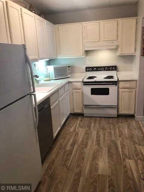 MLS 5133769 | 10531 Cedar Lake Road #213, Minnetonka MN 55305 | condo for sale  Photo 1