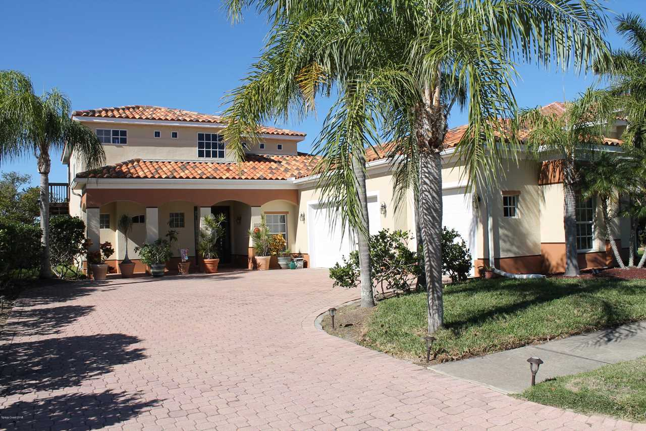 810 W Central Boulevard Cape Canaveral, FL 32920 | MLS 833796 Photo 1