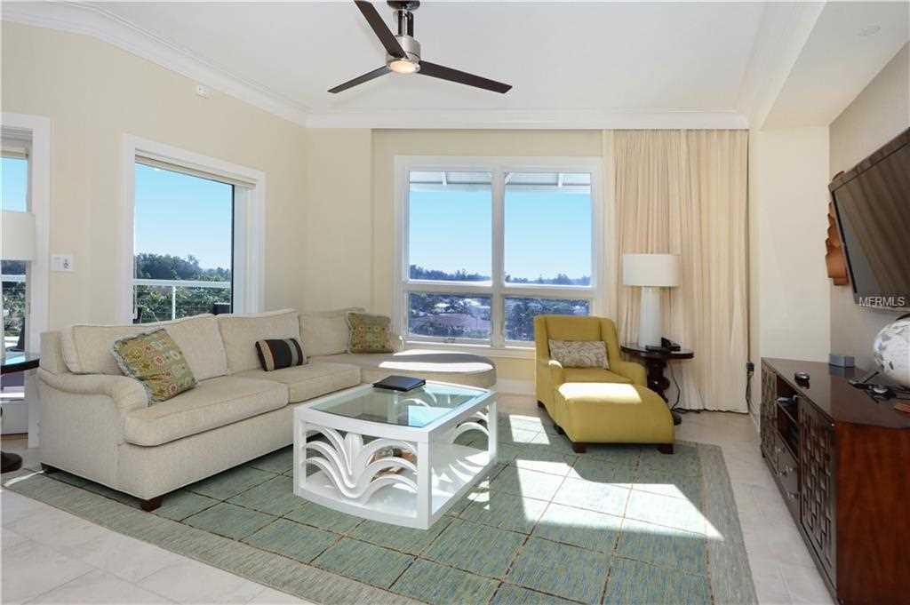 915 Seaside Drive Sarasota, FL 34242   MLS A4423667 Photo 1