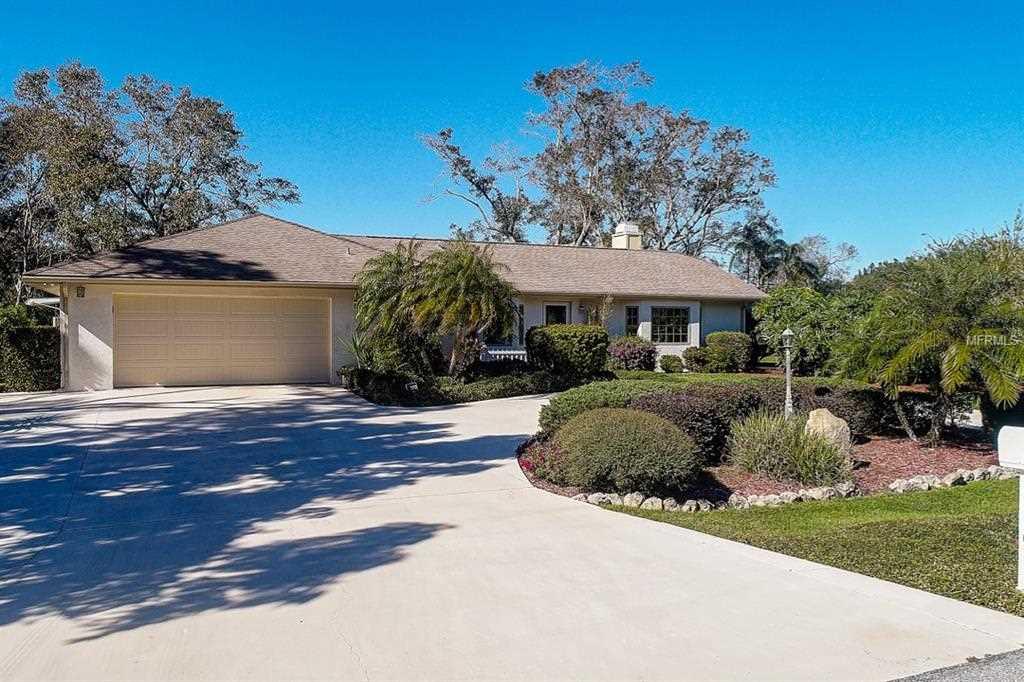 6226 Ravenwood Drive Sarasota, FL 34243 | MLS A4423644 Photo 1