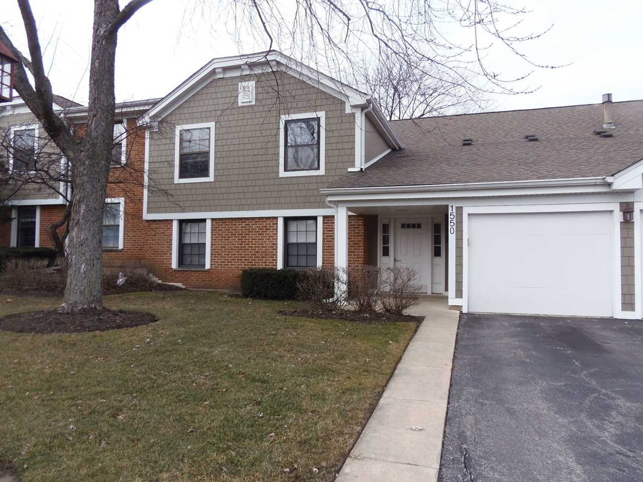 1550 7 Pines Rd #D2 Schaumburg, IL 60193 | MLS 10170318 Photo 1