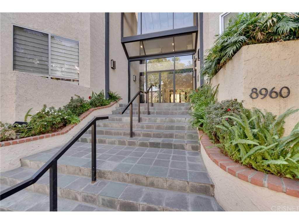 8960 Cynthia Street #207, West Hollywood, CA 90069   MLS #SR18272260  Photo 1