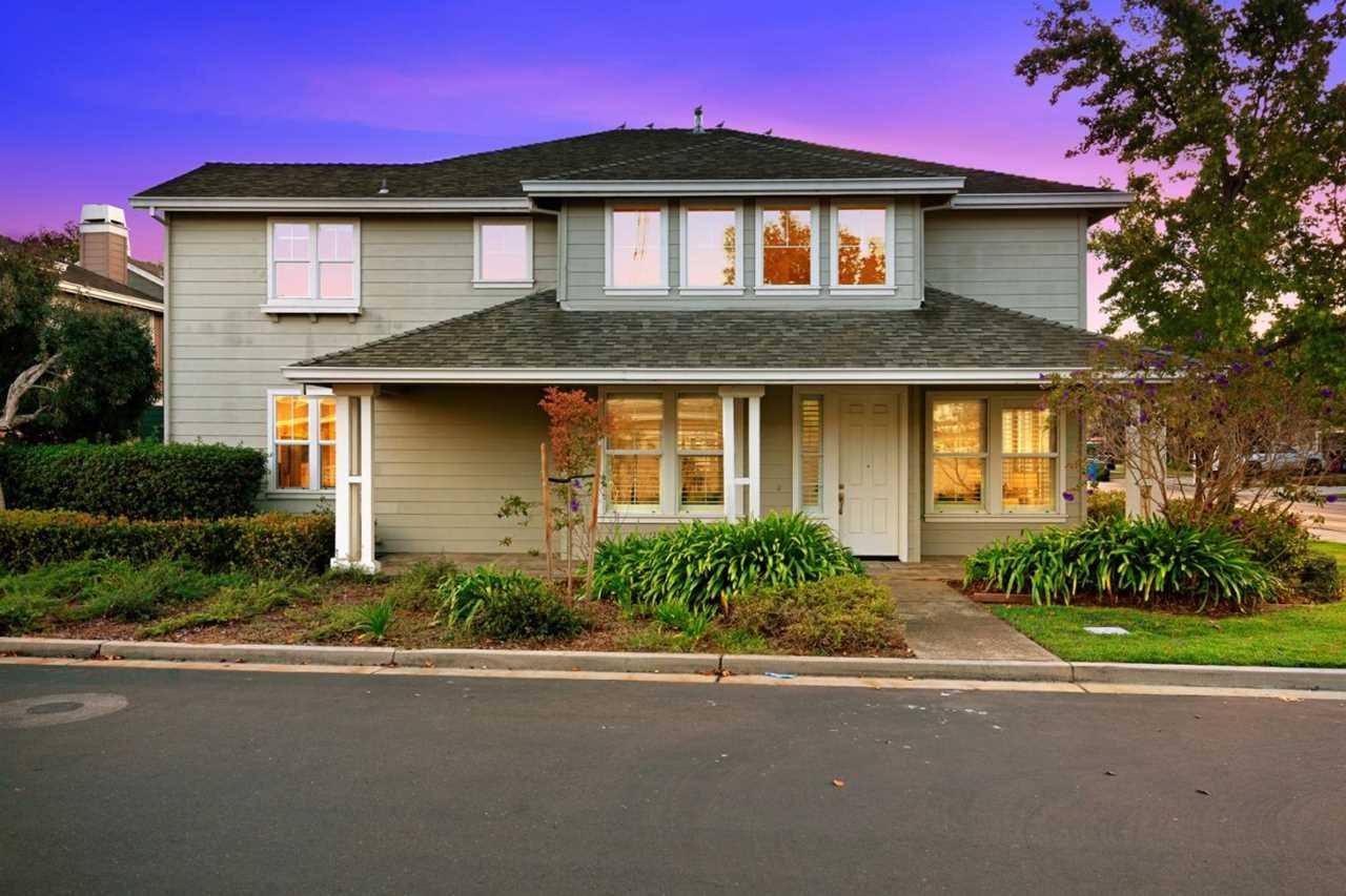 300 Sandhurst St Redwood Shores, CA 94065 | MLS ML81726448 Photo 1