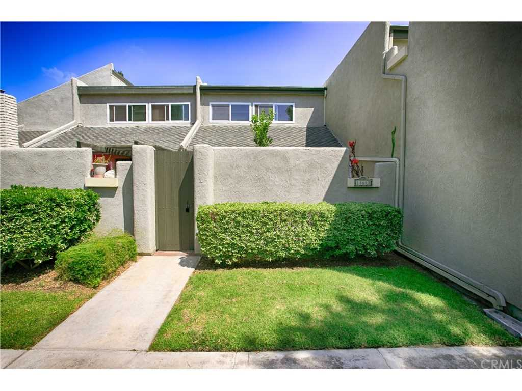 18683 Applewood Circle #16 Huntington Beach, CA 92646 | MLS OC19026258 Photo 1