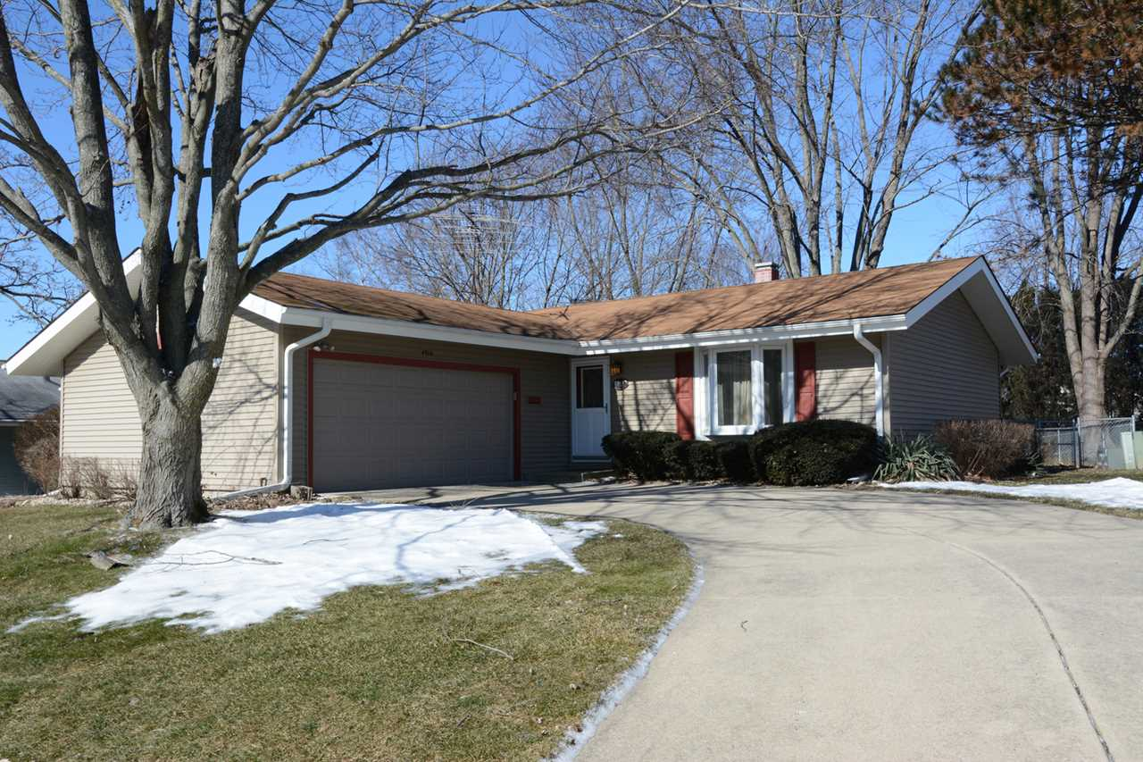4918 W Oakwood Dr Mchenry, IL 60050 | MLS 10268811 Photo 1