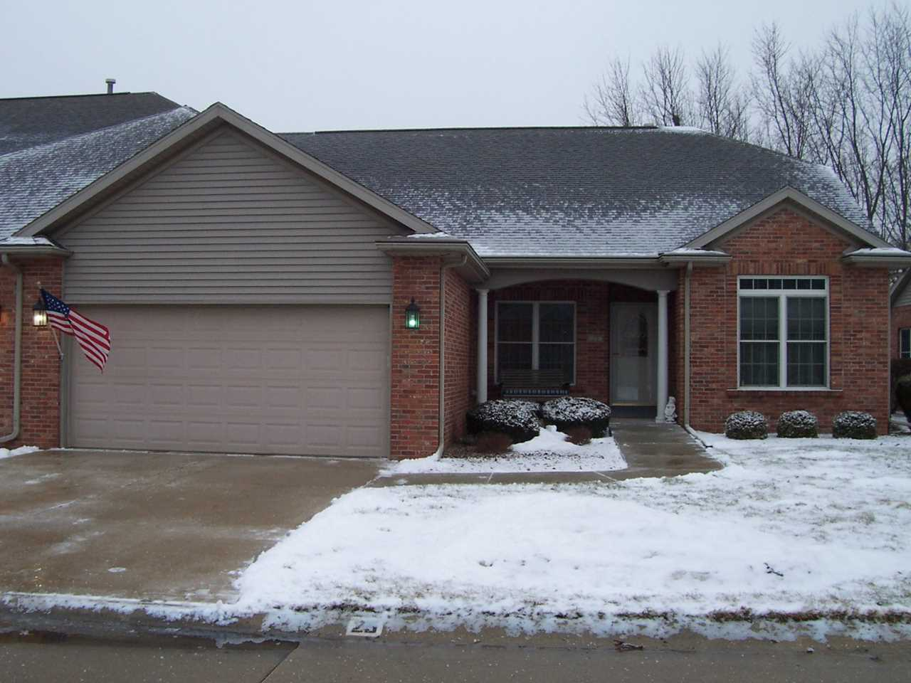 25 Laurel Wood Dr Bloomington, IL 61704 | MLS 10269088 Photo 1
