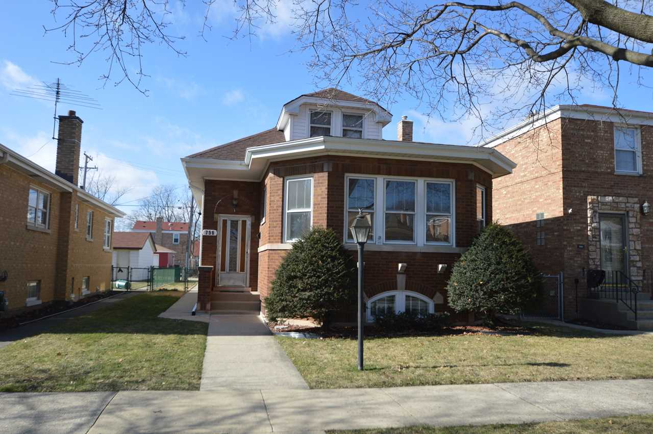 756 Newcastle Ave Westchester, IL 60154 | MLS 10269034 Photo 1