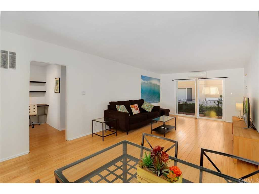 446 S St Andrews Place #6, Los Angeles, CA 90020 | MLS #BB19029191  Photo 1