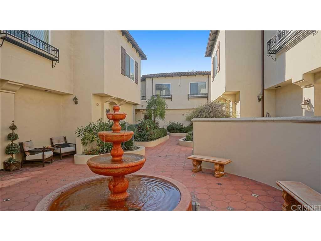 5753 White Oak Avenue #18, Encino, CA 91316 | MLS #SR19027372  Photo 1