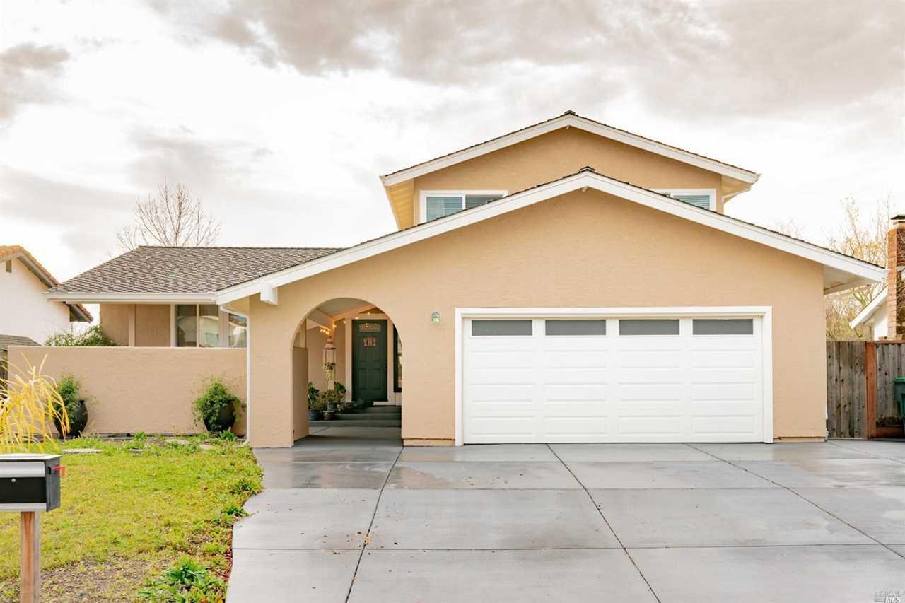 233 Redwood Circle Petaluma, CA 94954 | MLS 21900584 Photo 1