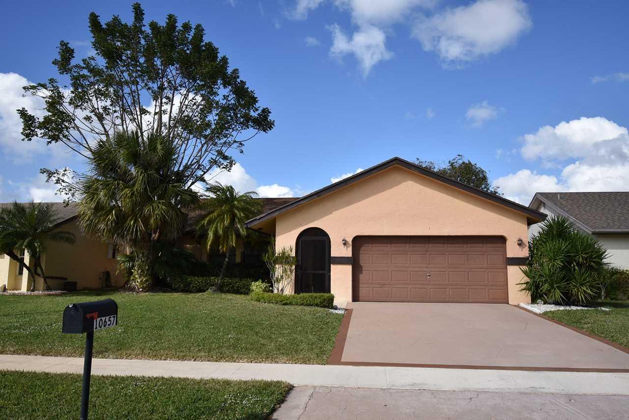 10657 Greenbriar Court Boca Raton, FL 33498 | MLS RX-10503705 Photo 1
