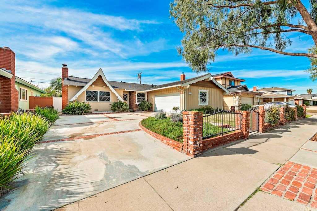 15861 Wicklow Lane Huntington Beach, CA 92647   MLS LG19020586 Photo 1