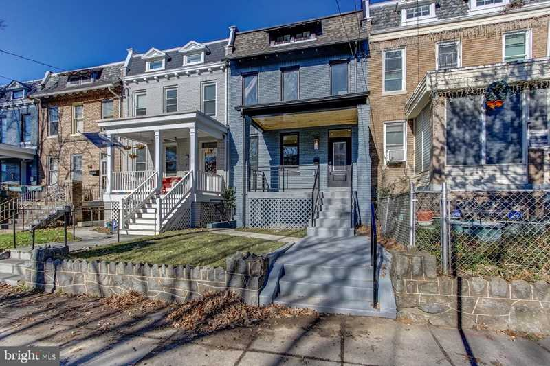 717 Varnum St NW Washington, DC 20011 | MLS ® DCDC309818 Photo 1