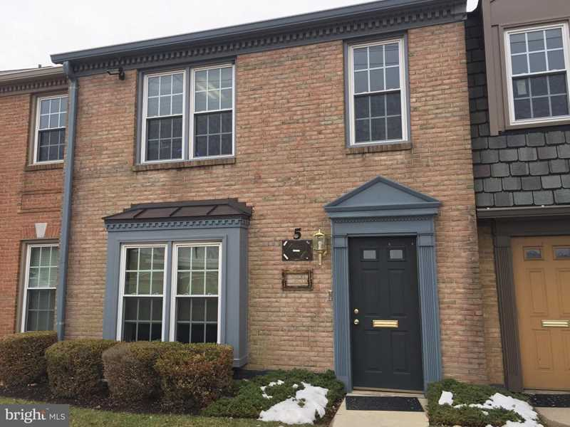 932 Hungerford Dr #5A Rockville, MD 20850 | MLS ® MDMC618878 Photo 1