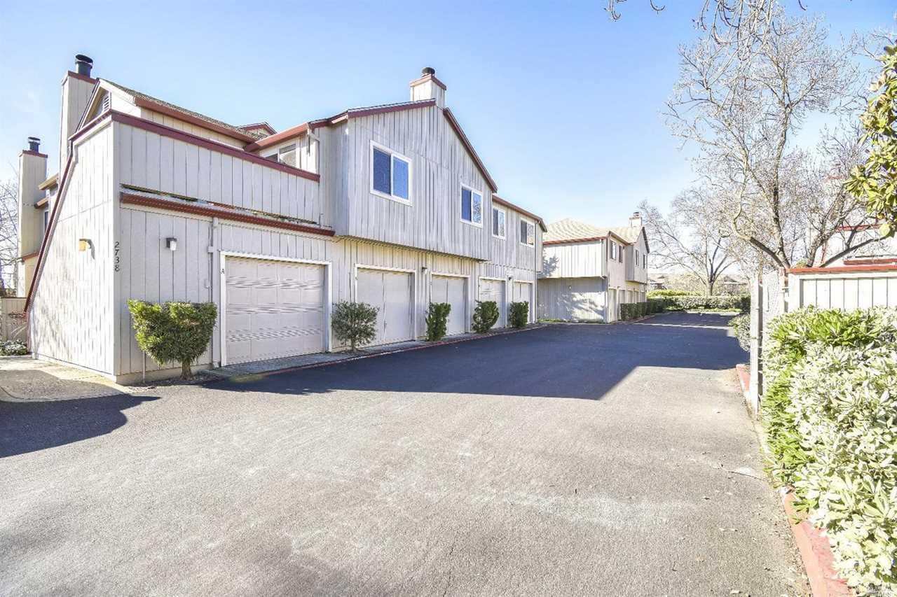 2734 Westberry Drive Santa Rosa, CA 95403 | MLS 21901837 Photo 1