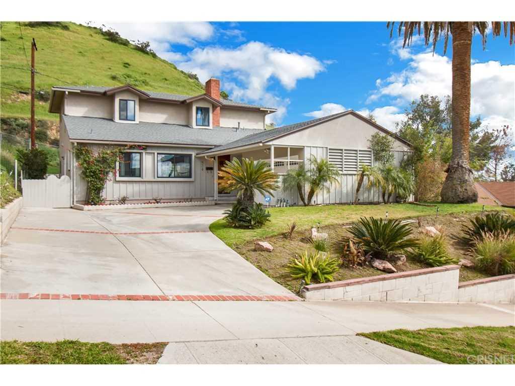 824 Irving Drive, Burbank, CA 91504 | MLS #SR19053954  Photo 1