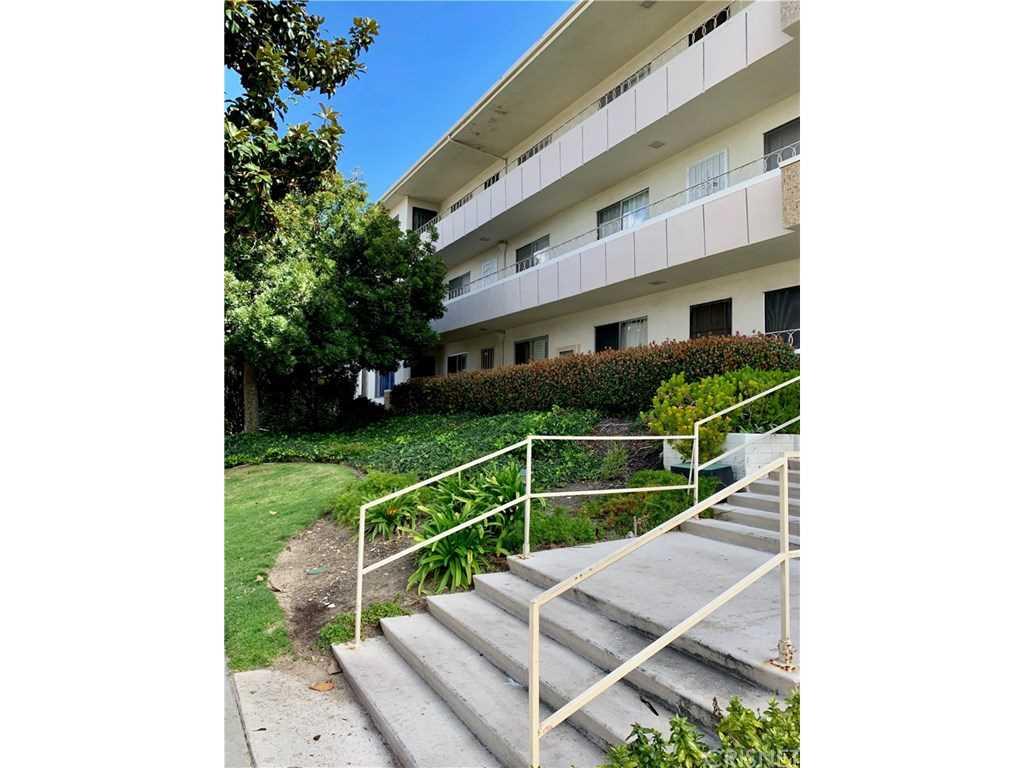 330 N Howard Street #203, Glendale, CA 91206 | MLS #SR19054646  Photo 1