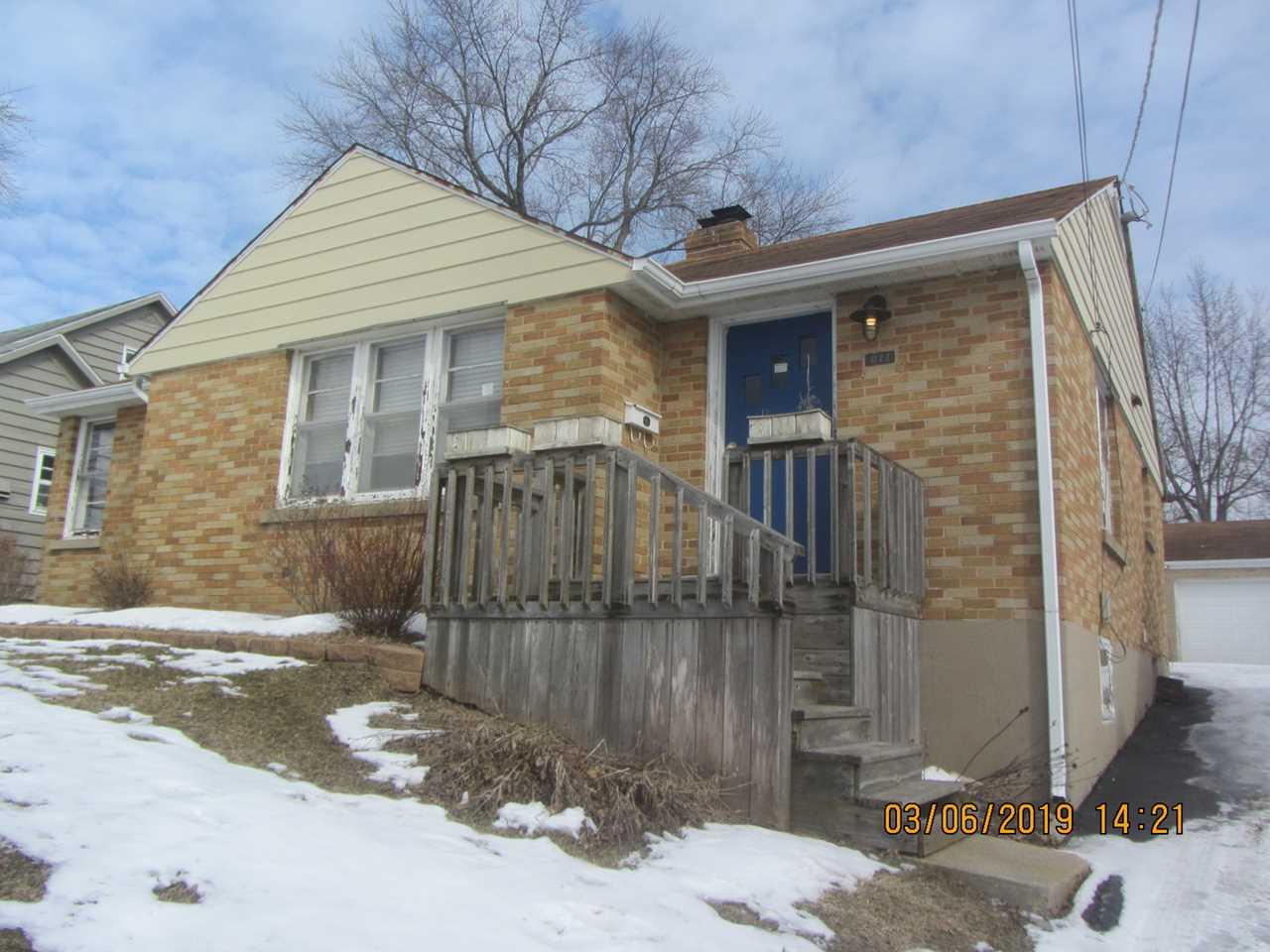611 Putnam Ave Woodstock, IL 60098 | MLS 10305113 Photo 1