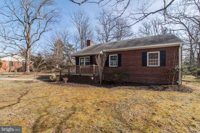 4117 Oak Hill Dr For Sale in Annandale Photo 1