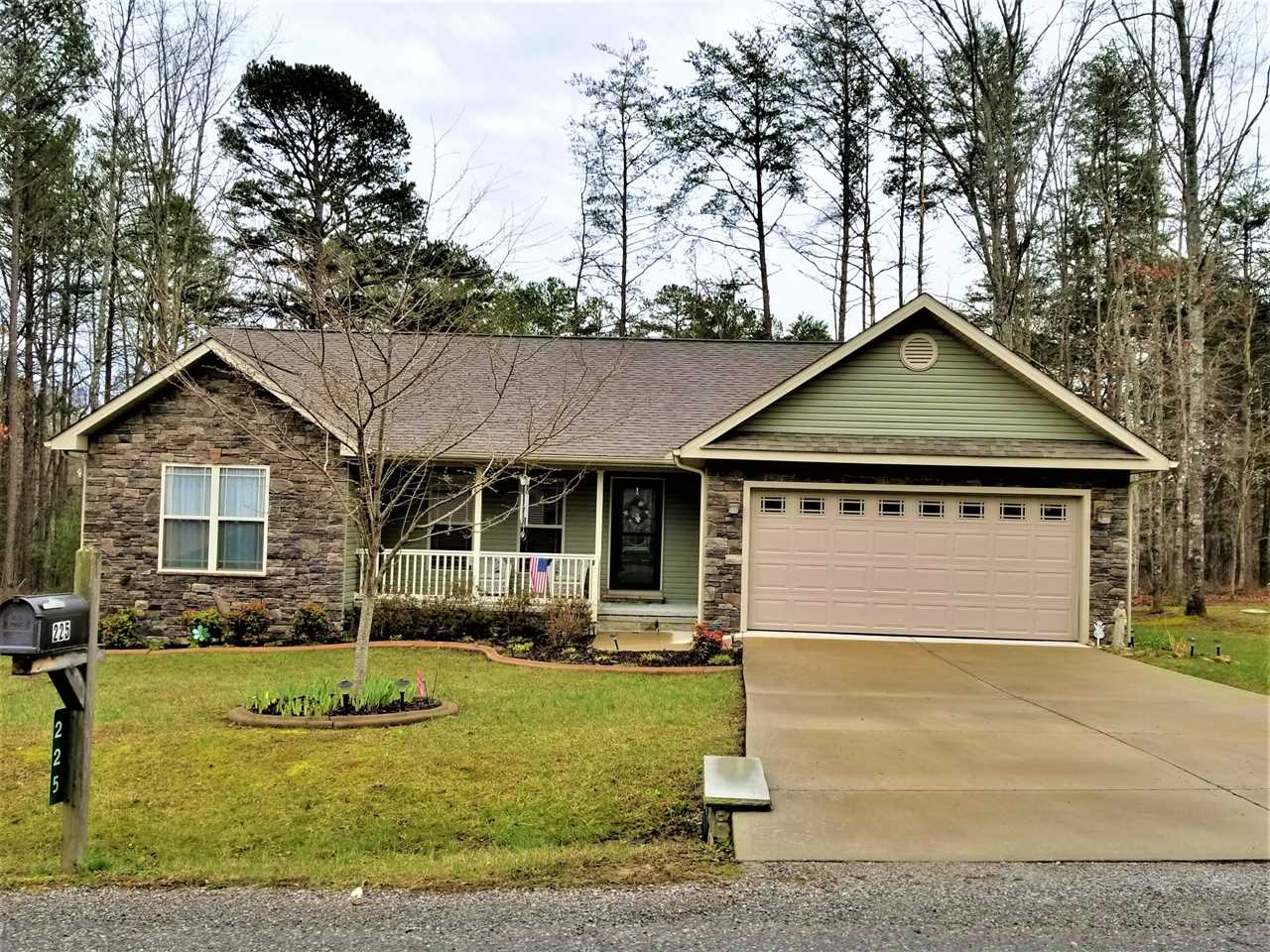 225 Thrushwood Dr Fairfield Glade TN 38558 in Dorchester | MLS 1073061 - GreatLifeRE.com Photo 1