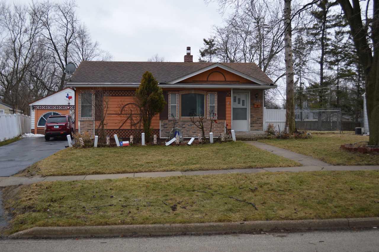 1435 Walnut Dr Woodstock, IL 60098 | MLS 10308849 Photo 1