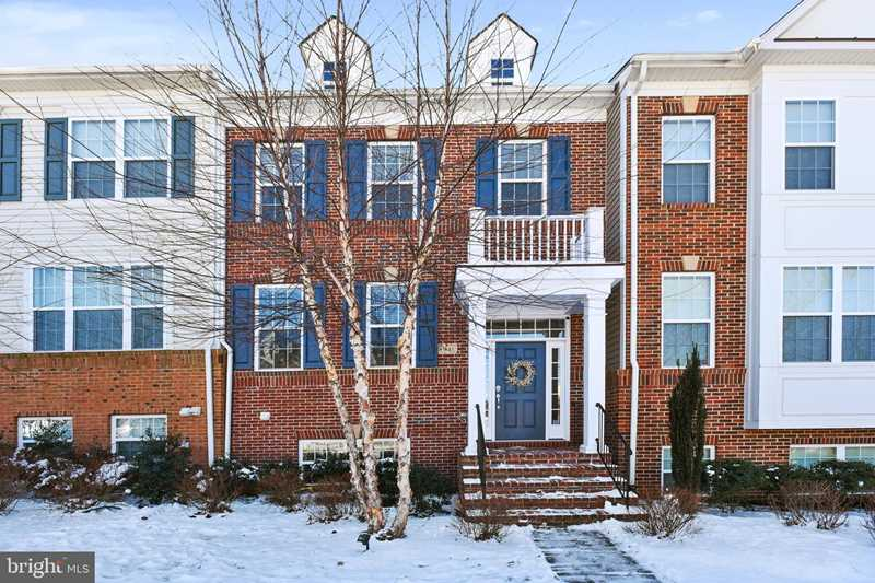 41621 Epping Green Square For Sale in Aldie Photo 1