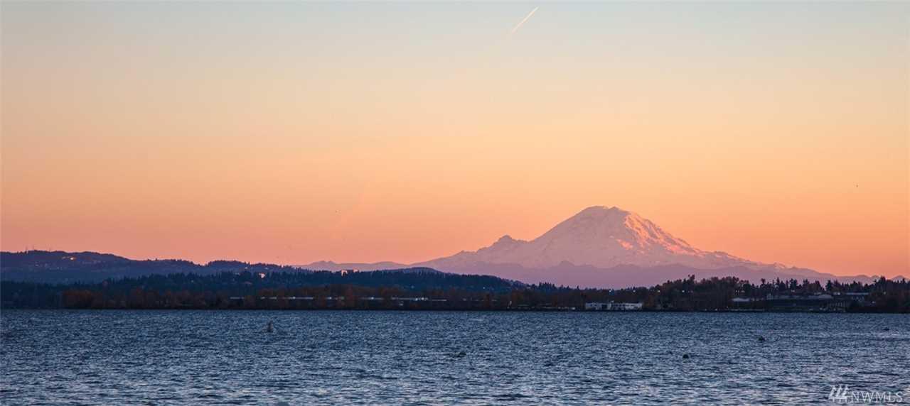 11940 Riviera Place NE Seattle, WA 98125 | MLS ® 1402578 Photo 1