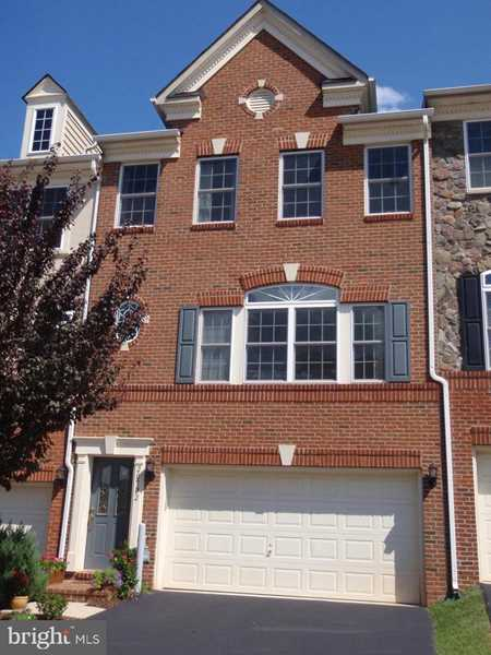 20322 Center Brook Square For Sale in Sterling Photo 1