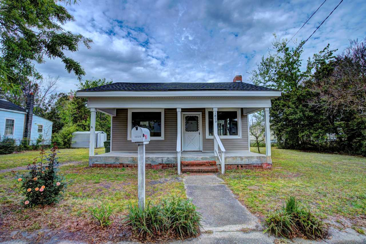 Home For Sale At 1809 Queen Street, Wilmington NC in Pinehurst Photo 1