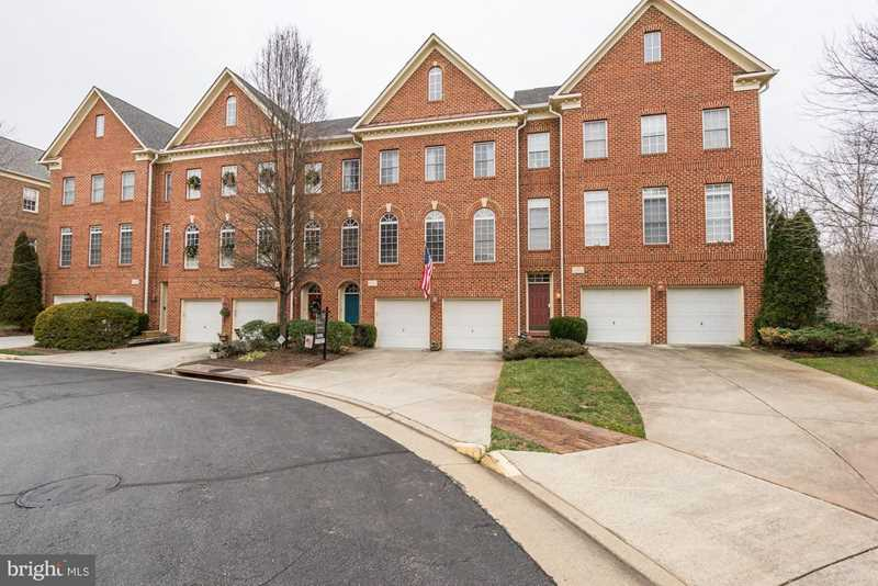 20374 Fallsway Terrace For Sale in Sterling Photo 1