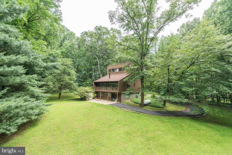 1111 Leigh Mill Rd For Sale in Great Falls Photo 1