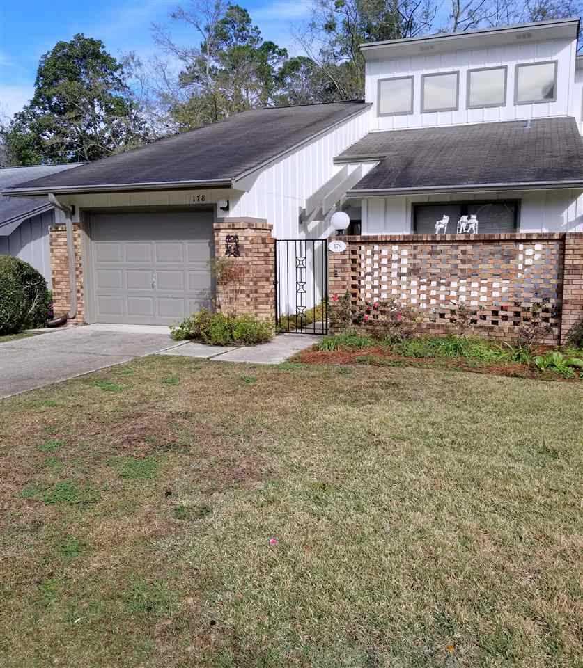 Oak Arbor Court: 178 NE Villas Court Tallahassee, FL 32303 In Villas Unit 2