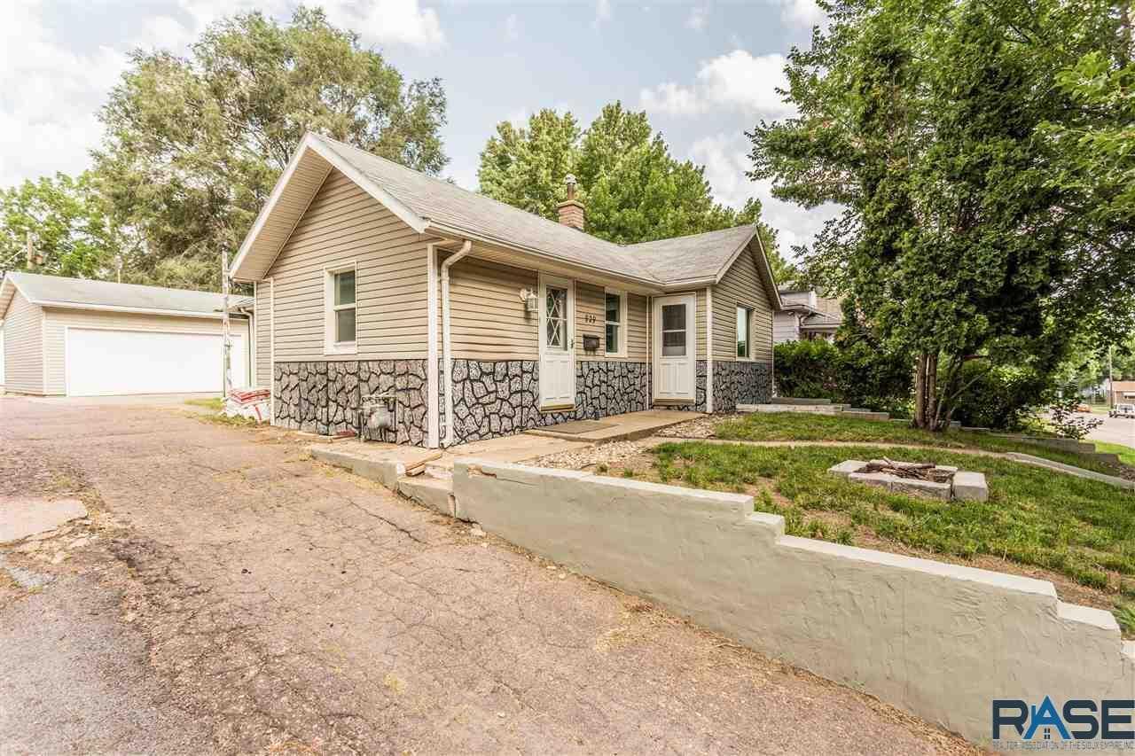 929 N Prairie Ave