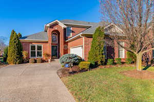10005 Forest Village Ln Louisville, KY 40223