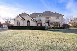 18150 W Pond Ridge Circle Gurnee, IL 60031