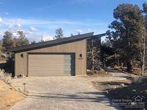 22953 Ghost Tree Bend, OR 97701