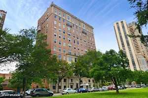 2450 N Lakeview Ave #10 Chicago, IL 60614