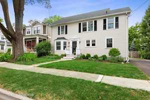 326 Grant Ct Libertyville, IL 60048