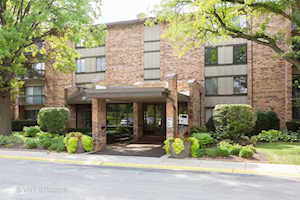 301 Lake Hinsdale Dr #304 Willowbrook, IL 60527