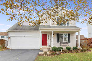 8 Annandale Ct Lake In The Hills, IL 60156