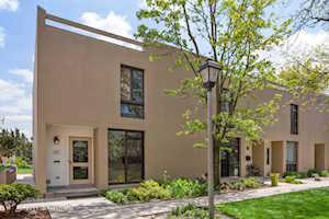 12 Oak Tree Ct Elmhurst, IL 60126